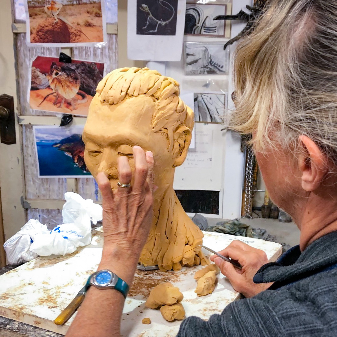 Class Image – Student Sculpting in Lifeclass Intensive – click to view class details